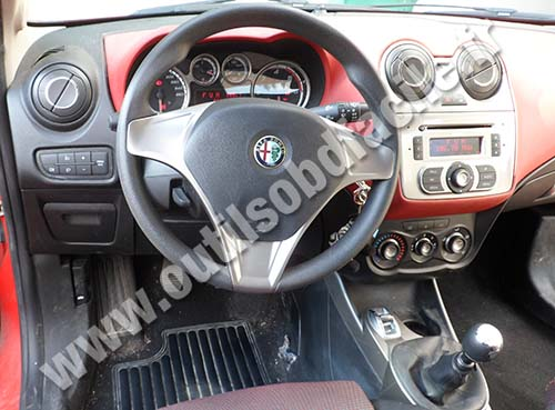 prise obd2 dans les alfa romeo mito 2008 outils obd facile. Black Bedroom Furniture Sets. Home Design Ideas