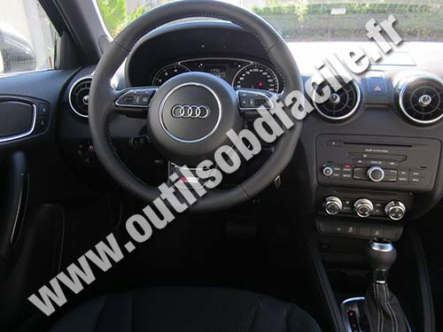 prise obd2 dans les audi a1 8x 2010 outils obd facile. Black Bedroom Furniture Sets. Home Design Ideas