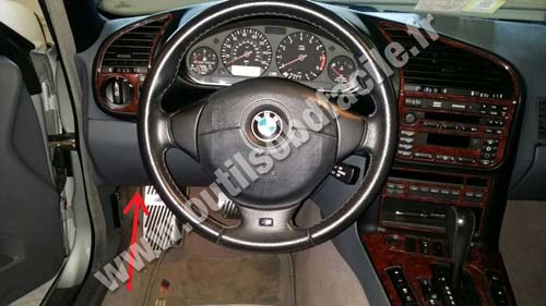 BMW Serie 3 E36 on obd2 connector location