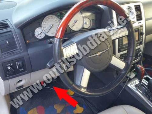 Prise Obd2 Dans Les Chrysler 300c 2003 2010 Outils