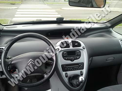 prise obd2 dans les citroen xsara picasso 1999 2008 outils obd facile. Black Bedroom Furniture Sets. Home Design Ideas