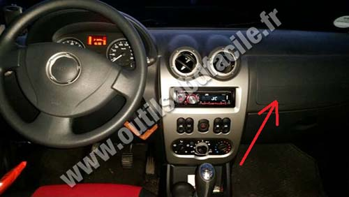 prise obd2 dans les dacia sandero 2008 2012 outils obd facile. Black Bedroom Furniture Sets. Home Design Ideas