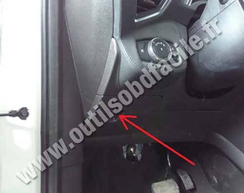 Ford Escape cache plastique