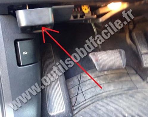 prise obd2 dans les jeep grand cherokee wj 1998 2005 outils obd facile. Black Bedroom Furniture Sets. Home Design Ideas