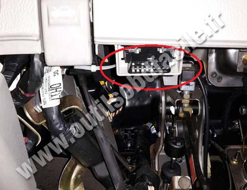 Kia Cerato Prise Connecteur Obd Diagnostic on 2011 Kia Sorento