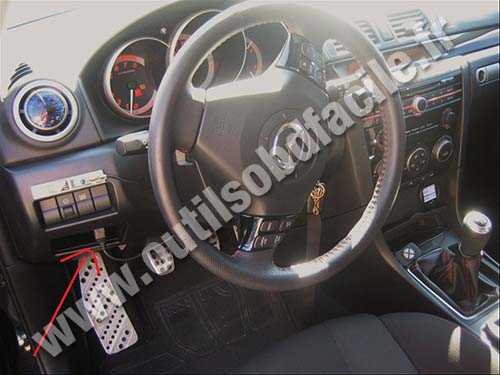 prise obd2 dans les mazda mazda 3 2003 2009 outils obd facile. Black Bedroom Furniture Sets. Home Design Ideas