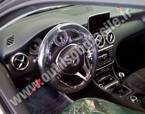 Prise Obd2 Dans Les Mercedes A Class W176 2012 1018