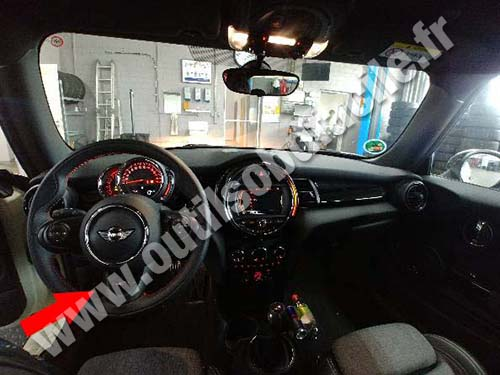 prise obd2 dans les mini cooper s f56 2014 outils obd facile. Black Bedroom Furniture Sets. Home Design Ideas