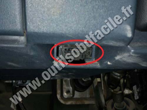 Prise OBD2 dans les Nissan Almera (2000 - 2006) - Outils ...