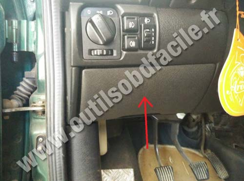 opel-tigra-pedalier-cache-plastique Opel Zafira Fuse Box Location on