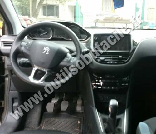 prise obd2 dans les peugeot 208 2012 outils obd facile. Black Bedroom Furniture Sets. Home Design Ideas