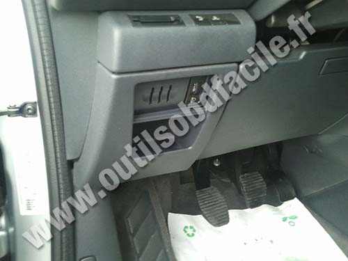 prise obd2 dans les peugeot 5008 i 2009 2013 outils obd facile. Black Bedroom Furniture Sets. Home Design Ideas