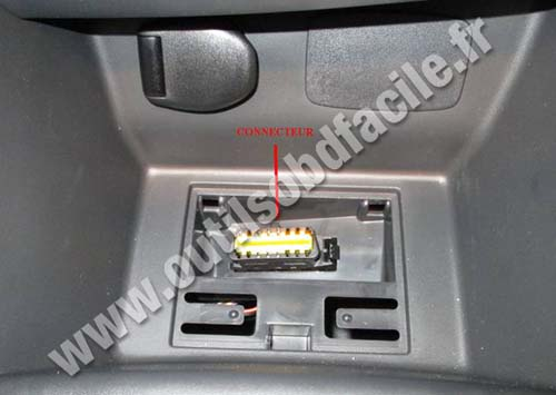 prise obd2 dans les renault clio 4 2012 outils obd facile. Black Bedroom Furniture Sets. Home Design Ideas