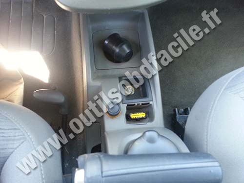 prise obd2 dans les renault kangoo ii 2007 2013. Black Bedroom Furniture Sets. Home Design Ideas