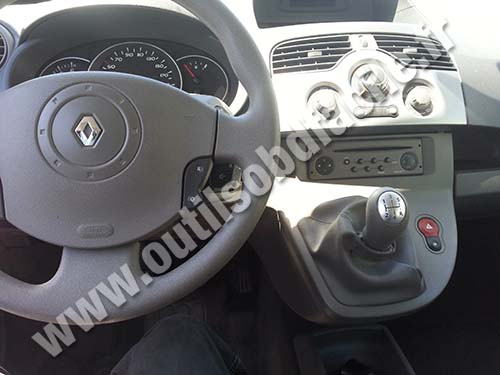 prise obd2 dans les renault kangoo ii 2007 2013 outils obd facile. Black Bedroom Furniture Sets. Home Design Ideas