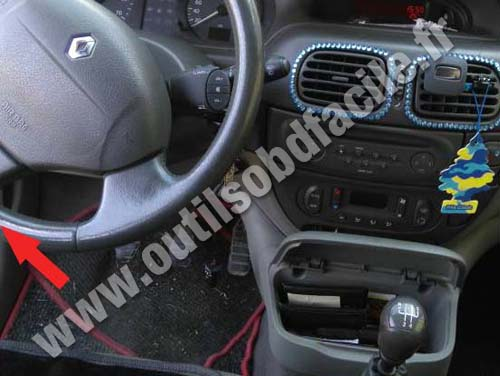 prise obd2 dans les renault scenic 1996 2003 outils obd facile. Black Bedroom Furniture Sets. Home Design Ideas