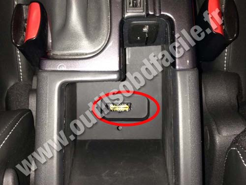 prise obd2 dans les renault scenic 3 armrest 2009 2016 outils obd facile. Black Bedroom Furniture Sets. Home Design Ideas