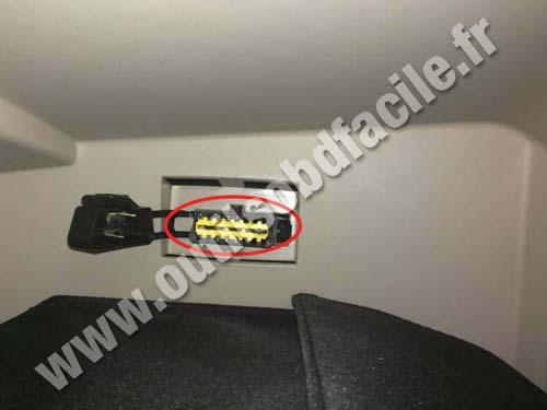 prise obd2 dans les renault symbol iii 2012. Black Bedroom Furniture Sets. Home Design Ideas