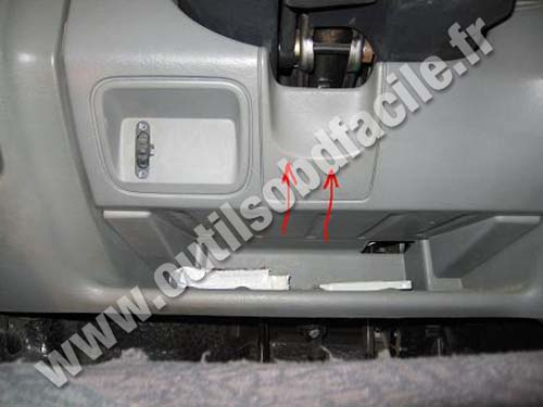 prise obd2 dans les renault trafic 2 2001 2014 outils obd facile. Black Bedroom Furniture Sets. Home Design Ideas