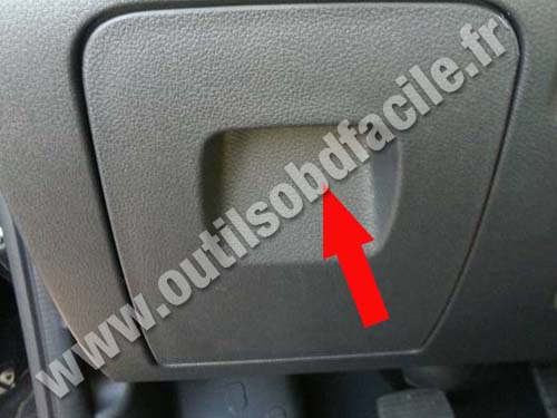 prise obd2 dans les renault trafic 3 2014 outils obd facile. Black Bedroom Furniture Sets. Home Design Ideas