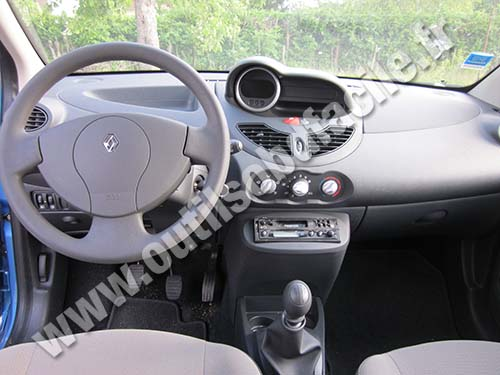 prise obd2 dans les renault twingo 2 phase 2 2011 2014. Black Bedroom Furniture Sets. Home Design Ideas