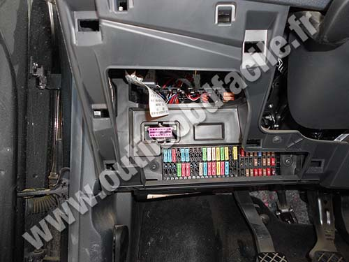 prise obd2 dans les seat ibiza 2002 2008 outils obd facile. Black Bedroom Furniture Sets. Home Design Ideas