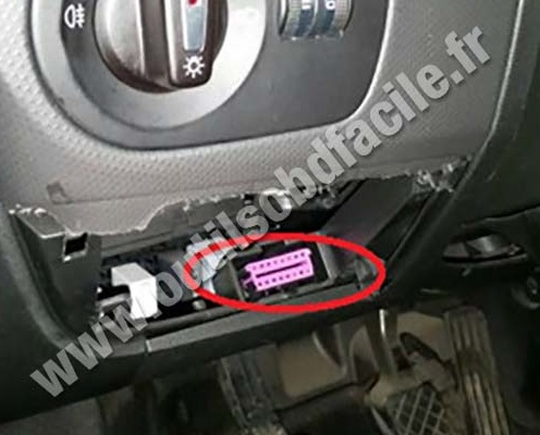 prise obd2 dans les seat leon 2006 2011 outils obd. Black Bedroom Furniture Sets. Home Design Ideas