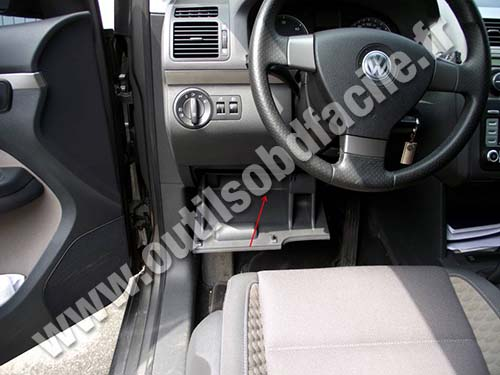 prise obd2 dans les volkswagen touran 1 2003 2010 outils obd facile. Black Bedroom Furniture Sets. Home Design Ideas